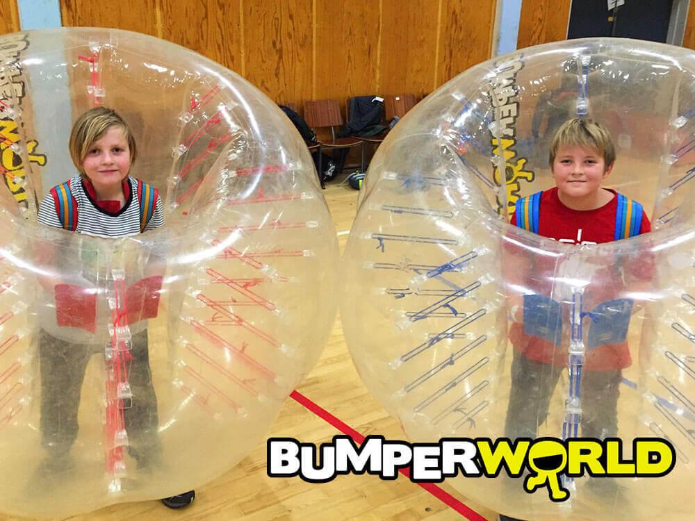 Spil bumperballs indendørs