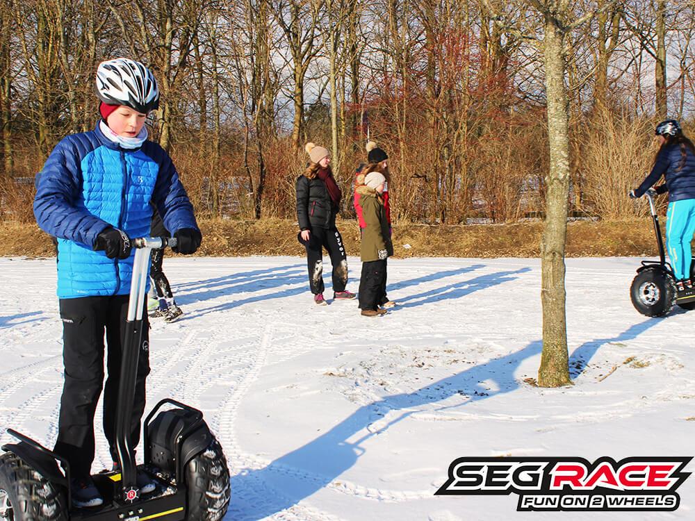 Seg-RACE udenfor i sne med masser af sjov